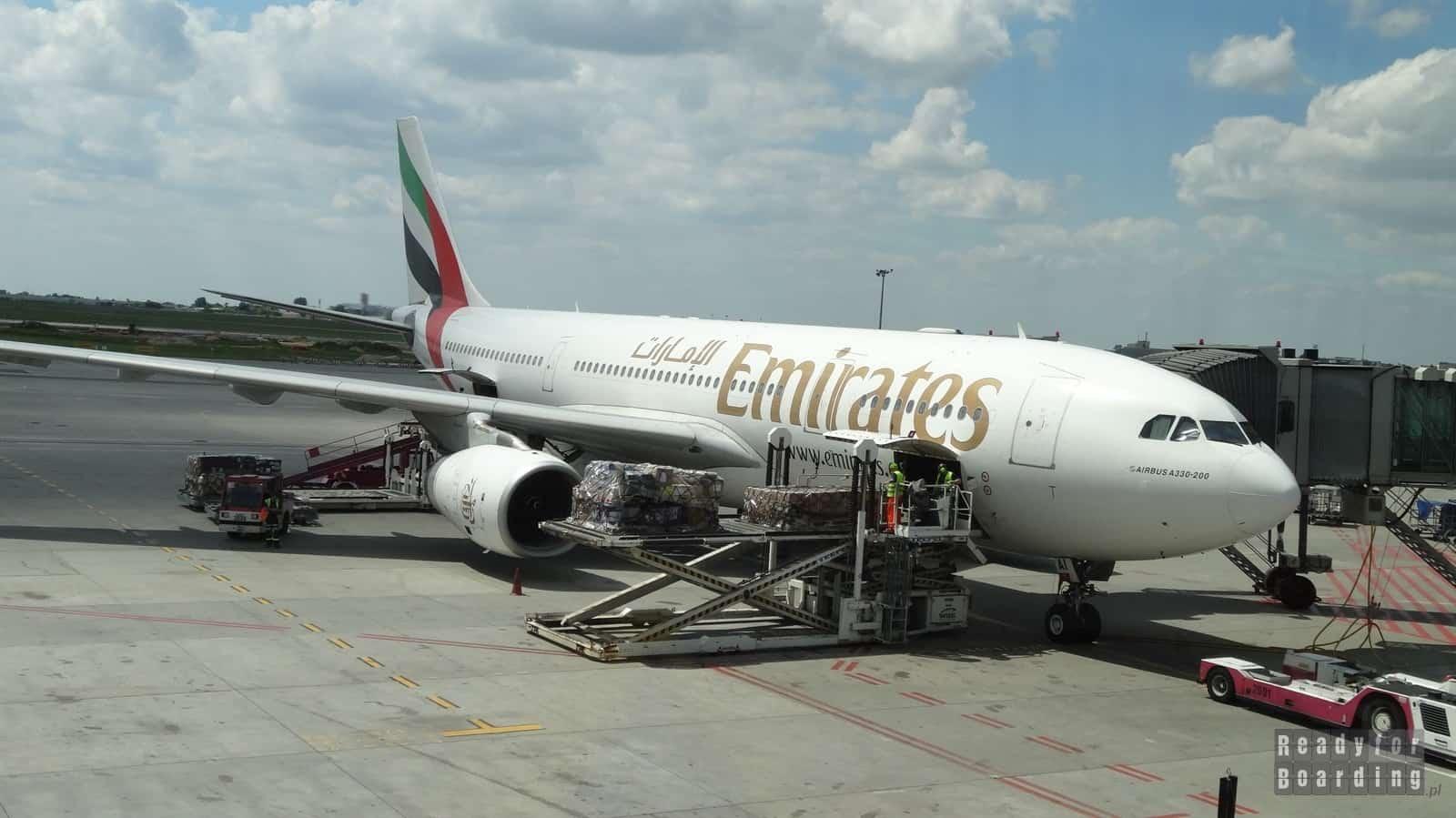 Samolot Emirates na trasie Warszawa Dubaj