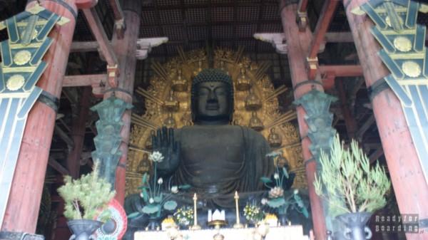 Budda w Todaiji Temple w Nara