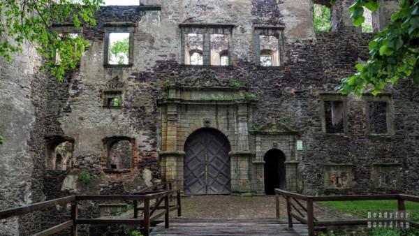 Wejście, Zamek Świny