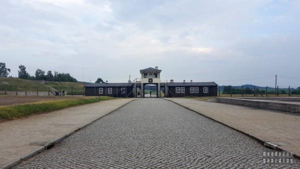 Brama główna, Gross-Rosen w Rogoźnicy