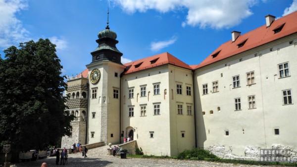Dziedziniec, Zamek w Pieskowej Skale