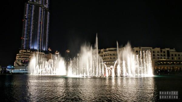 Tańcząca fontanna w Dubaju pod Burdż Chalifa i Dubai Mall