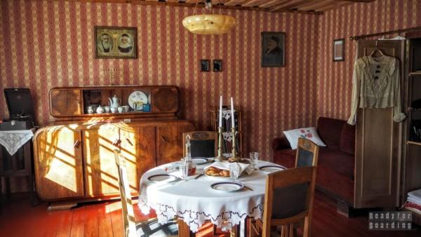 Przykładowa izba w skansenie w Rumszyszkach - Litwa