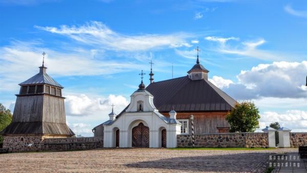 XIX wieczny kościół w skansenie w Rumszyszkach