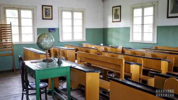 Szkoła w skansenie w Rumszyszkach