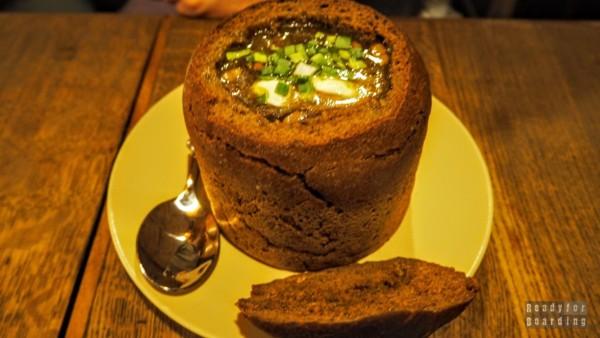 Zupa w chlebie z kminkiem