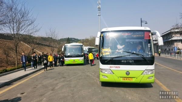 Autobusy dowożące pod Wielki Mur w Badaling