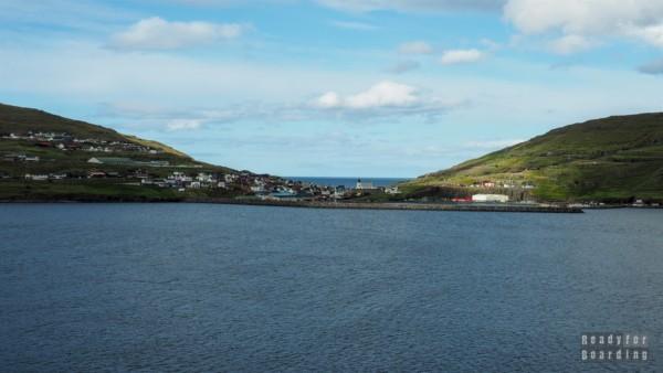 Widok na Eiði z wyspy Streymoy - Wyspy Owcze