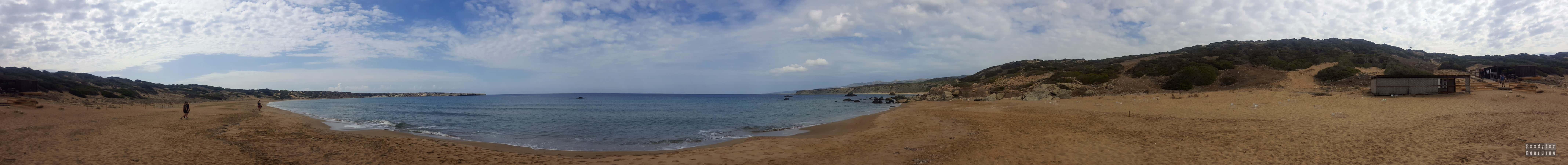 Panorama: Plaża i półwysep Lara - Cypr
