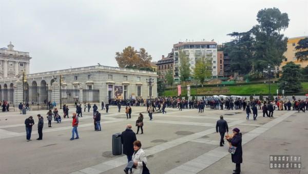 Kolejka do Pałacu Królewskiego, Madryt - Hiszpania