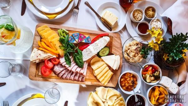 Śniadanie w Pensjonacie Uroczysko Zaborek