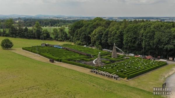Labirynt obok parku z dinozaurami - Budziszyn, Niemcy